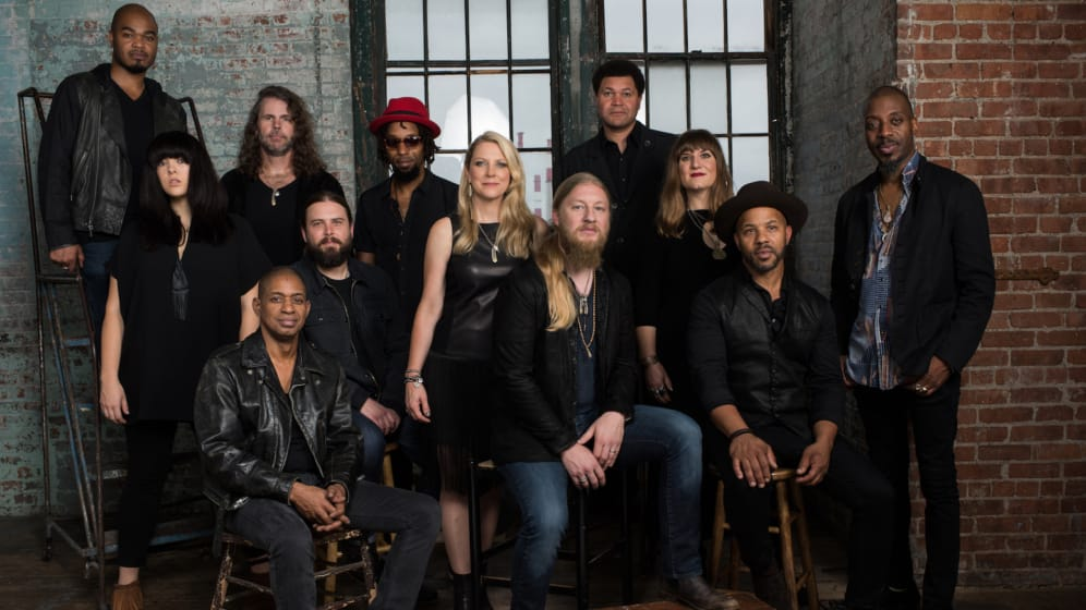 https://vaerket.dk/wp-content/uploads/2018/09/Tedeschi-Trucks-Band_Photo-Credit-Tedeschi-Trucks-Band_Band-General-2_996x560_acf_cropped.jpg